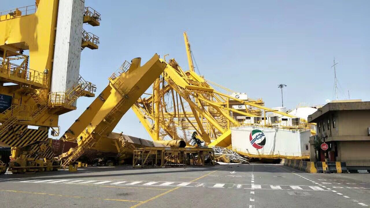 Container Crane Knocked To The Ground At Dubai Jebel Ali Port 04 May 2017 The Blueoceana